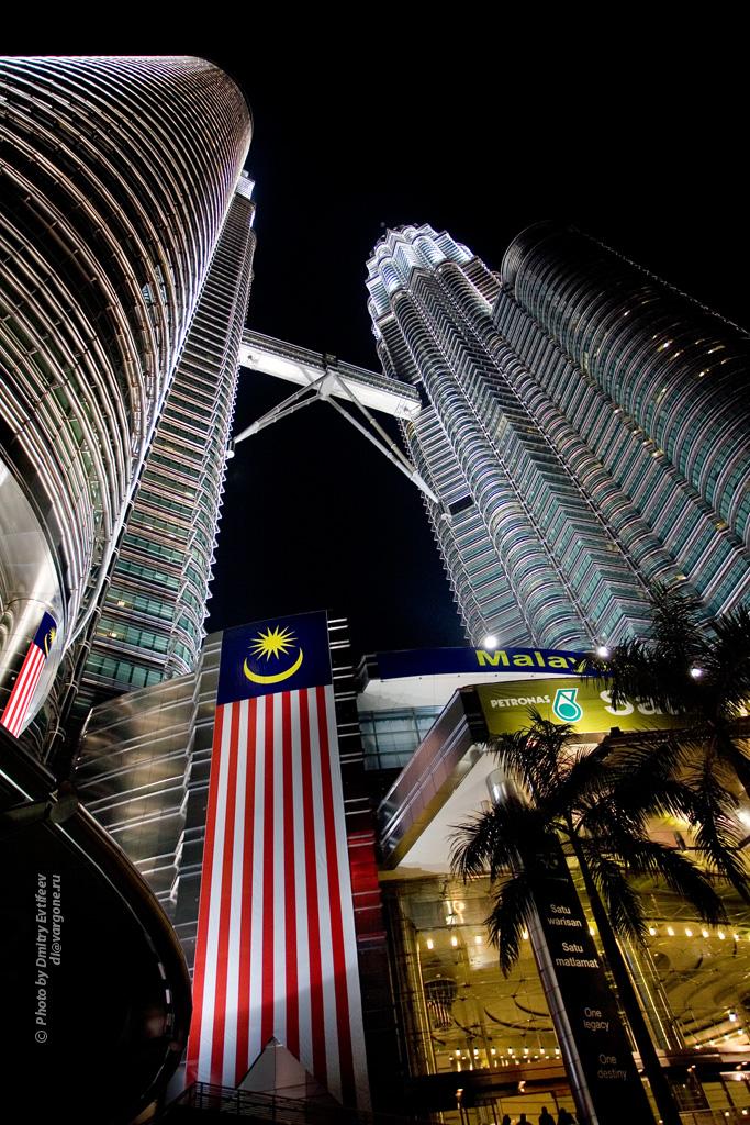 Малайзия, башни Петронас (с) фото Дмитрия Евтифеева