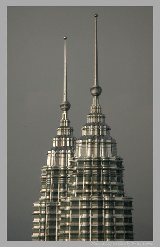 Малайзия, шпили башен Петронас (с) фото Дмитрия Евтифеева