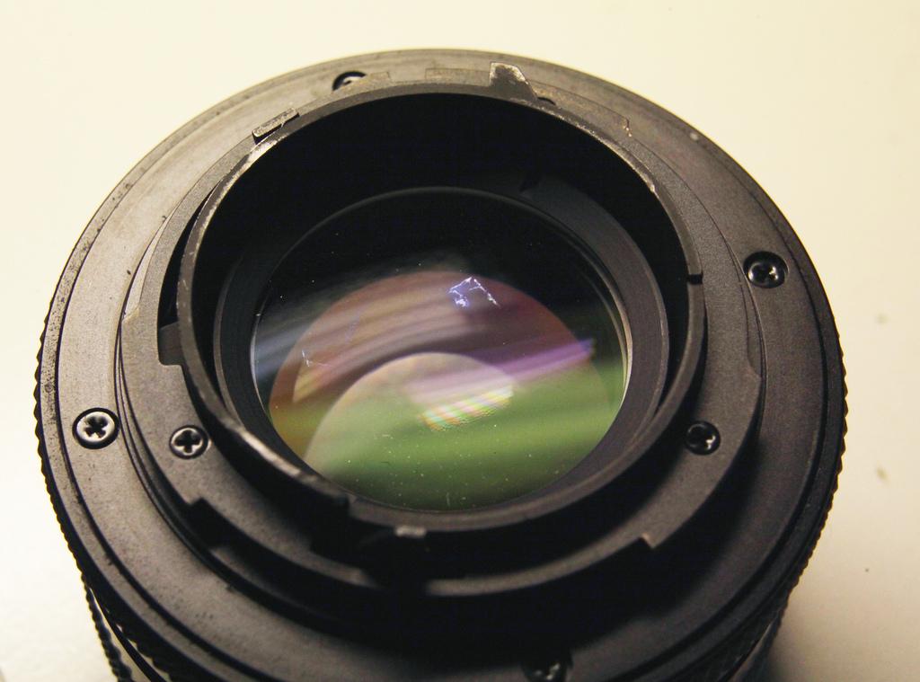 задевает зеркало на объективах Carl Zeiss C/Y